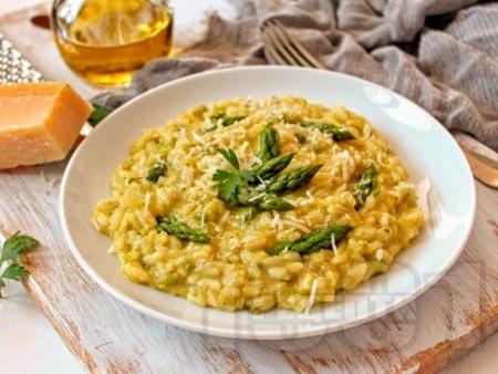 Ризото с ориз Арборио, аспержи, праз, зелен лук и целина - снимка на рецептата